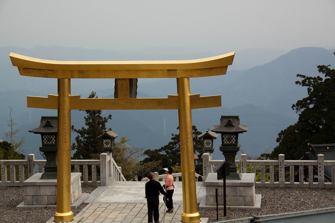 秋葉山本宮 秋葉神社上社 - 本殿前より下界を望む