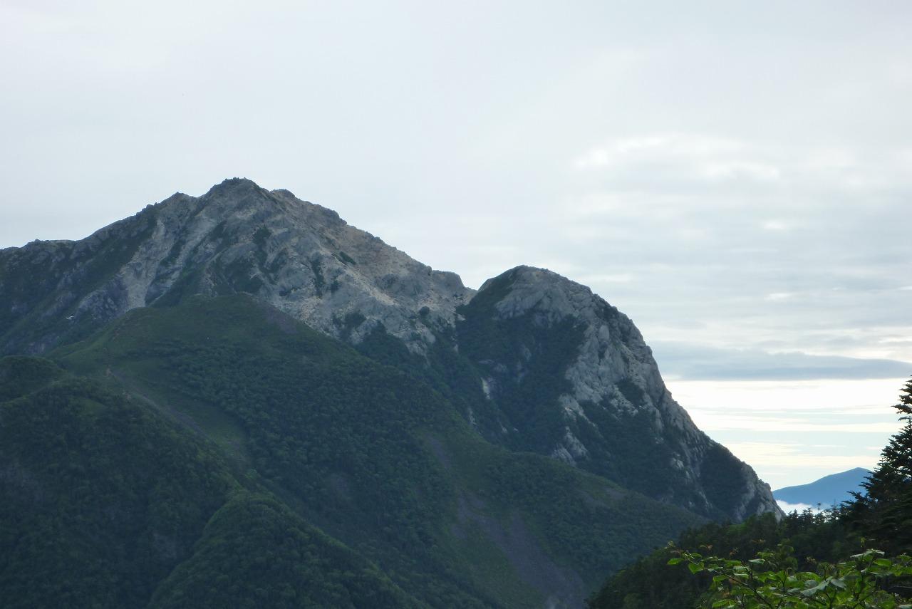 仙丈ヶ岳から見た甲斐駒ケ岳と摩利支天