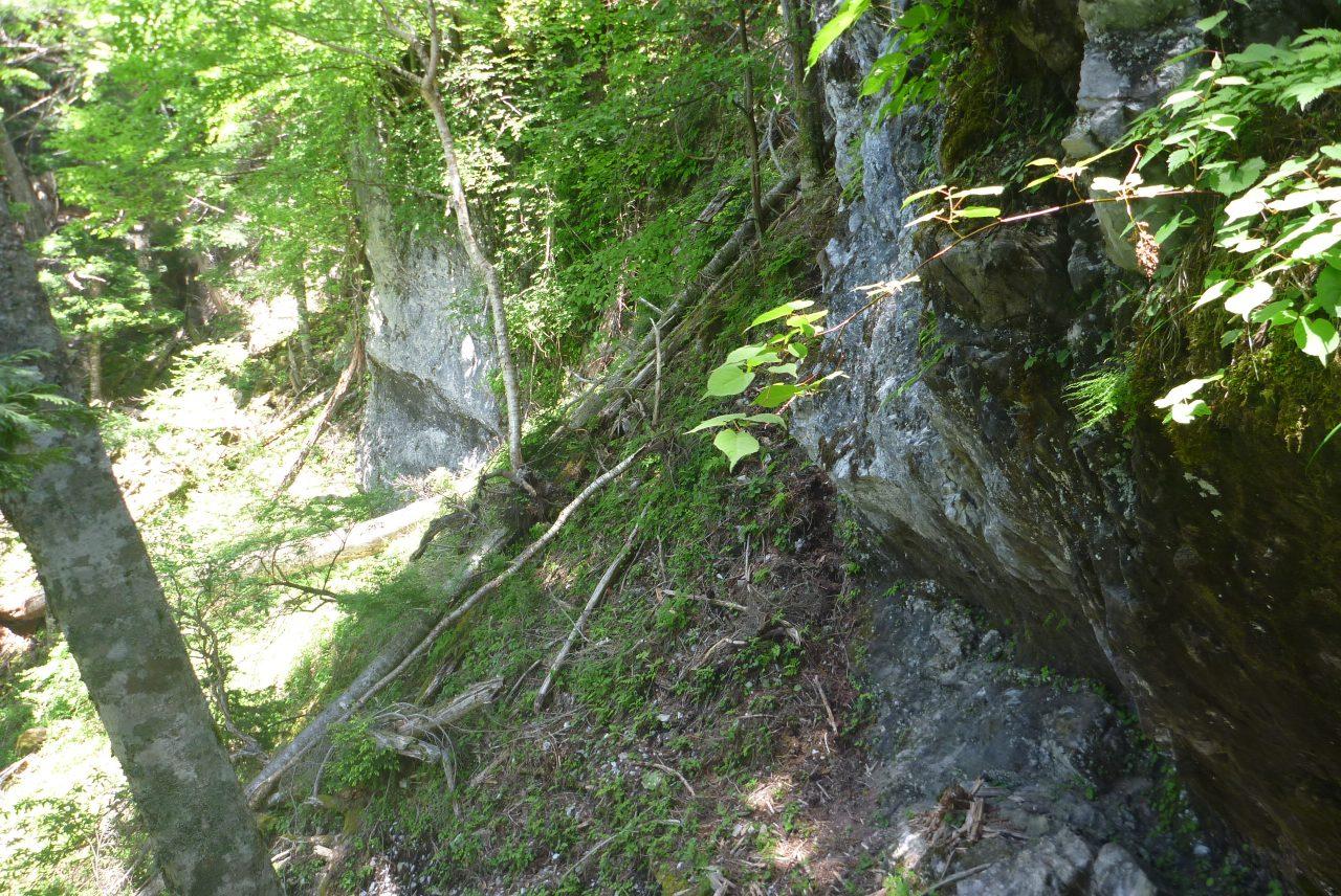 カンバ山の鍾乳洞 - 周囲の様子