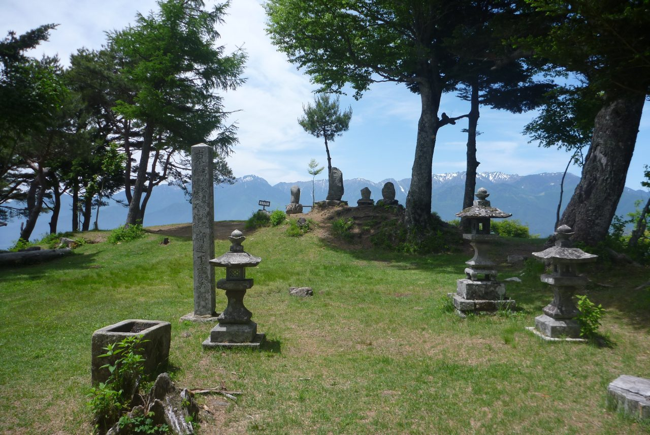 高鳥谷山 - 山頂はまさに神域