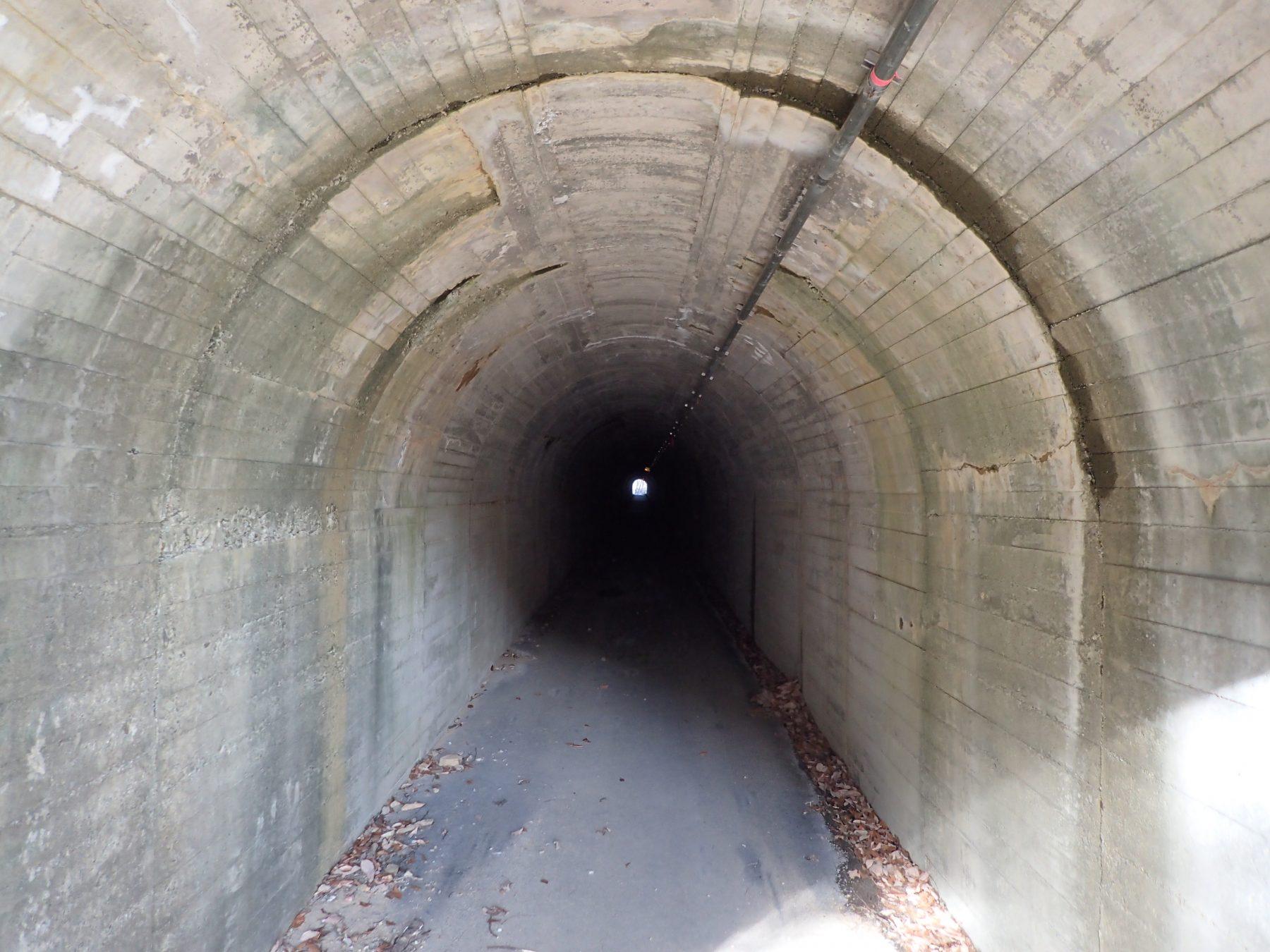 こわくび隧道内